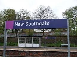 New_Southgate_stn_roundel